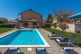 Villa mit Pool für 16 Personen in Prhati