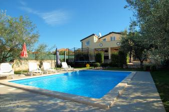 Holiday home with pool in Tar-Vabriga, Istria