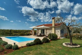 Villa with pool for 5 persons in Bale, Istria, Croatia
