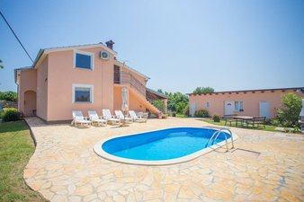 Holiday home with pool in Kastelir-Labinci, Istria