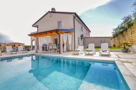 Holiday home with pool for 8 persons in Novigrad