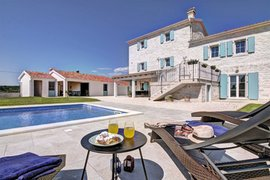Villa  with pool for 9 persons in Barat, Istria, Croatia