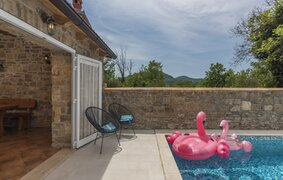 Holiday home with pool in Livade