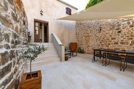 5* holiday home in the old town of Bale