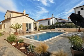 Villa with pool for 6 persons in Tar-Vabriga, Istria, Croatia